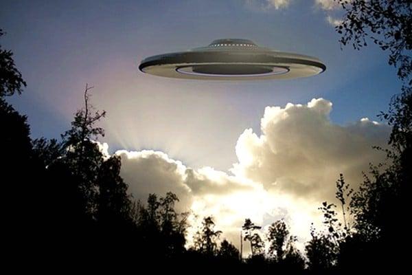 海外著名的UFO研究專家披露,曾經有一艘飛船墜落地球,還有2名回不去的外星人。(PIXABAY)