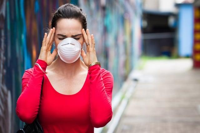 不少研究都指出空氣汙染是致癌關鍵,PM2.5已被世界衛生組織認定為一級致癌 物。(123RF)