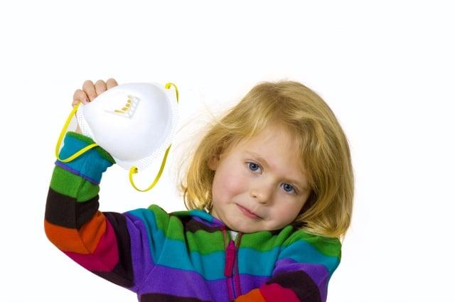 面對空汙除了選用N95口罩來阻擋外,更要提升自身的免疫力。(123RF)