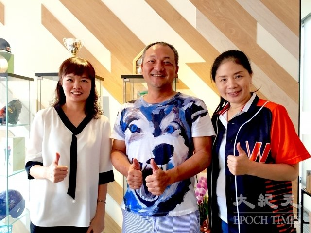 總太集團主席吳錫坤(中)現在一身雲淡風輕,左為永福地產執行長林鳳秋、右為銷售團隊惠虹廣告總監馬珊珊。