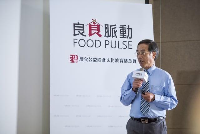 國立台灣海洋大學食品科學系蕭泉源名譽教授,教導民眾魚類的正確觀念。(灃食公益飲食文化教育基金會提供)