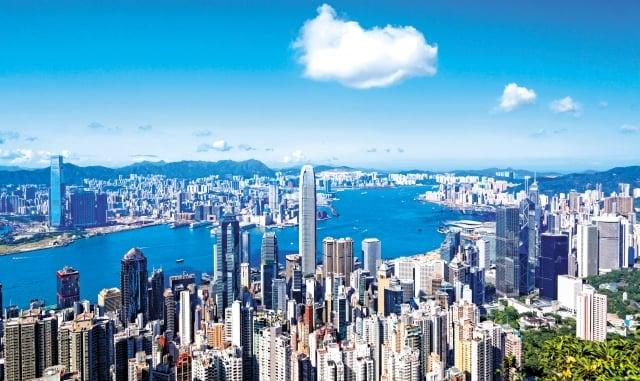 香港有3輪房價崩盤,曾暴跌七成,但港人反而買不起房了。(123RF)