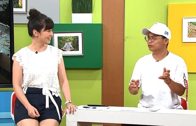 主持人鄭凱云和阿松聊裸睡經驗。(TVBS提供)