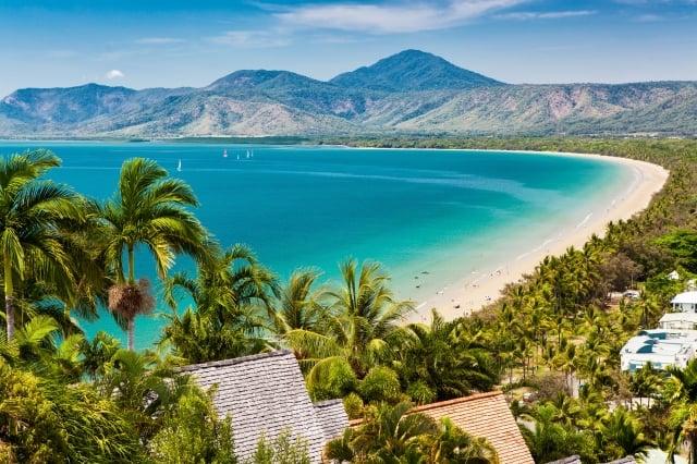 澳洲道格拉斯港終年溫暖宜人,更擁有舉世聞名的澳洲豔陽,十分適合在此享受戶外用餐風情。(Booking.com提供)