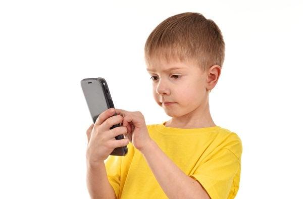 從2018年9月新學年開學起,法國將在中、小學「有效禁止」行動電話。(Fotolia)