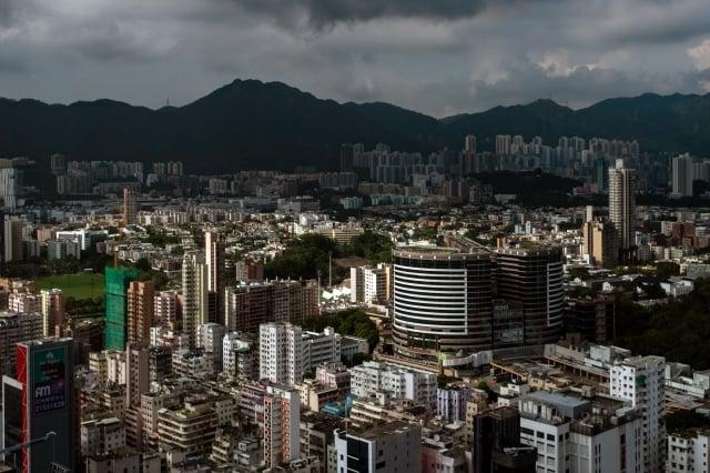 中國大陸大型房仲集團「我愛我家」副總裁胡景暉近日公開表示,「長租公寓爆倉,一定比P2P爆雷更厲害」。圖為示意圖。(AFP)