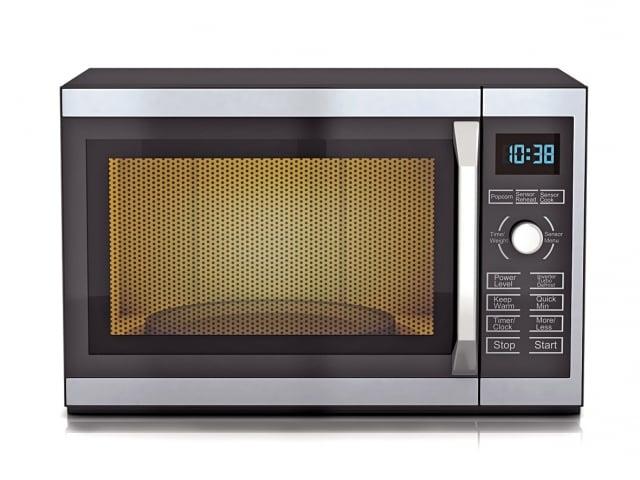 微波爐是使用微波的照射,使得食物中的分子發生振動摩擦,從而產生高溫。(Fotolia)