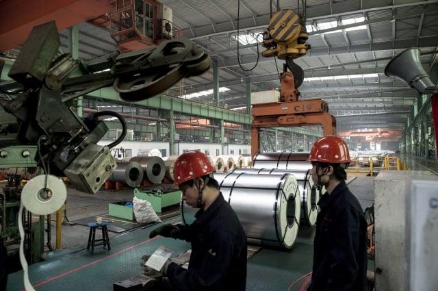 美國商務部8月30日宣布對中國產鋼輪啟動新的反傾銷和反補貼調查。圖為中國河北一鋼鐵廠。(AFP)
