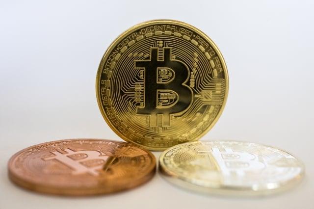華爾街投行高盛傳出放棄加密貨幣交易平台的計畫,導致比特幣24小時內兩度重挫。(AFP)