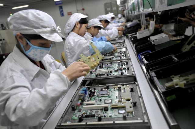 因應美中貿易戰的衝擊,政府準備提出一系列政策,鼓勵在中國大陸設廠的電子業回流台灣。圖為示意圖。(AFP)