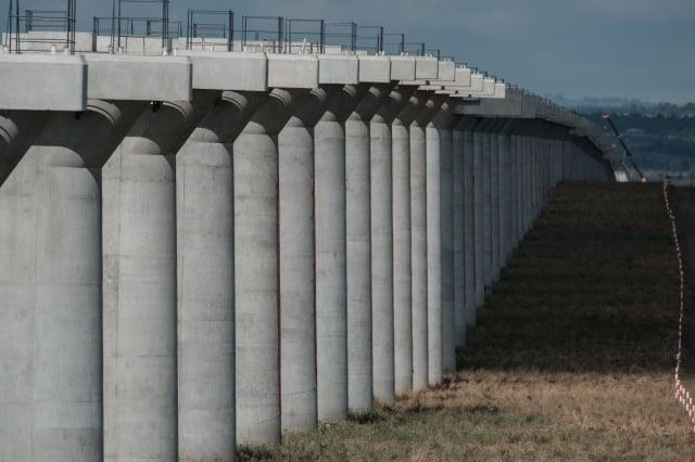 中國大陸今年1至8月的固定資產投資續創新低,主因是基礎建設投資乏力所致。圖為示意圖。(AFP)