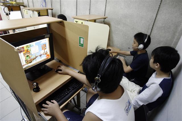 青少年網路遊戲成癮,台灣成癮盛行率大約為3.1%,高於西方國家的1%。(記者ROSLAN RAHMAN/攝影)
