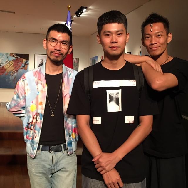 台灣新銳設計師鄭百成、詹宗佑以及Wow Taiwan導演張逸軍。(從左至右)(文化部提供)