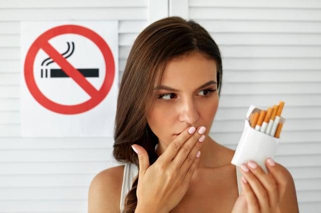 肯定病人戒菸的做法,也鼓勵他們堅持。(Fotolia)