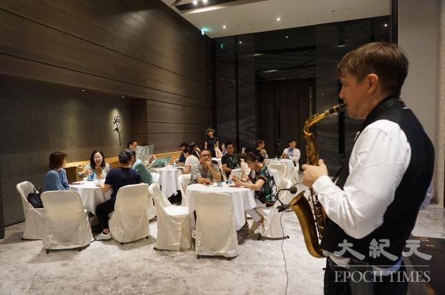 品牌建商精銳建設舉行音樂美食饗宴,邀請住戶共度中秋佳節。