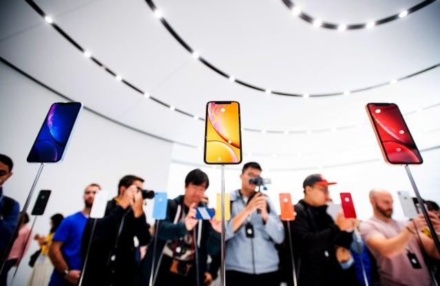 知名分析師郭明錤提出蘋果新機銷售首週報告,上修iPhone XS Max下半年出貨5~10%。圖為示意照。(AFP)