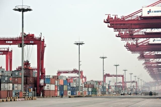 支撐中國經濟的沿海省市,在貿易戰壓力和民營經濟被收割的內外交迫下,正步入嚴冬。圖為港口示意圖。(Getty Images)