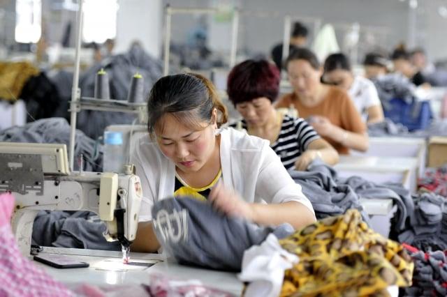 美中貿易戰開打,中國經濟大受打擊,據中共官方9月30日公布9月中國製造業數據放緩,持續降溫。(Getty Images)