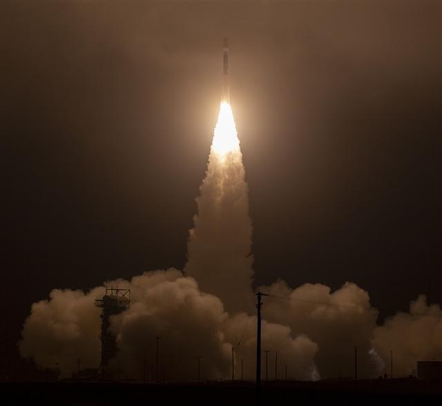 NASA「冰雲暨地面高度衛星2號」(ICESat-2)於9月15日成功從美國加州范登堡空軍基地發射至太空。(取自NASA)