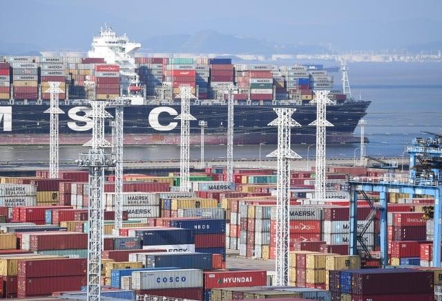 美國副總統彭斯表示,中國(中共)的不當行為導致美國貿易逆差,2017年達到3,750億美元。(中央社資料照)