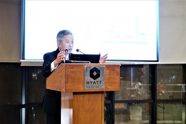 我駐印度代表田中光在台灣觀光推廣說明會上,向印度旅行業者介紹台灣「五合一」 觀光資源。(中央社)