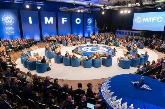 10月12日到14日,國際貨幣基金組織(IMF)和世界銀行(WB)在印尼峇里島舉行年會,不同以往的是,中共在會中遭到與會者的批評,更多人支持美國立場。(STEPHEN JAFFE/AFP/Getty Images)