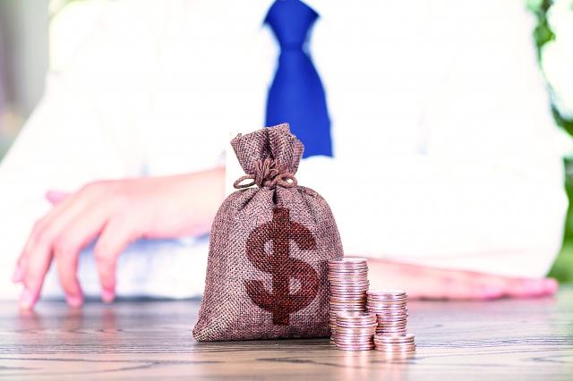 經常看看自己的日常開支,就知道自己可以在哪些方面裁減支出。(123RF)