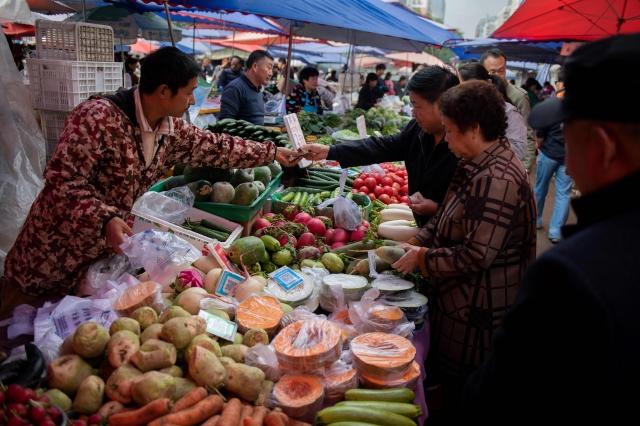 未普分析,美中經濟脫鉤將導致雙方攤牌,最後競爭的是政治制度。圖為中國市場示意圖。(Getty Images)