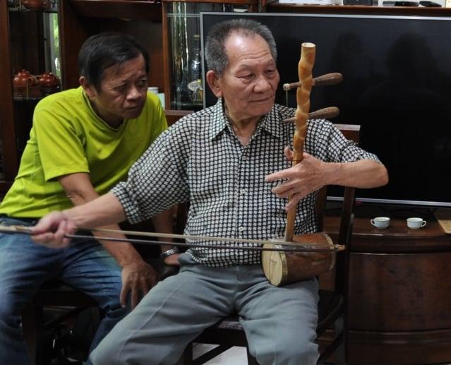 國寶級藝師林竹岸演奏大廣弦。