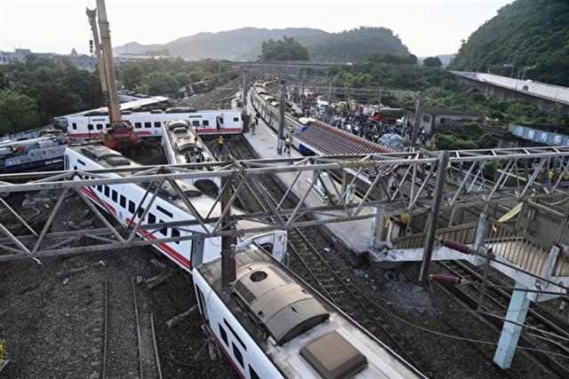 普悠瑪翻車造成200多人傷亡,今天,台鐵召開事故總結記者會,公布調查報告。(中央社)