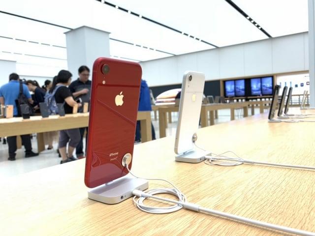蘋果新機iPhone XR於26日開賣,有果粉在清晨5時就到Apple Store台灣直營店等待取貨。圖為示意照。(中央社)