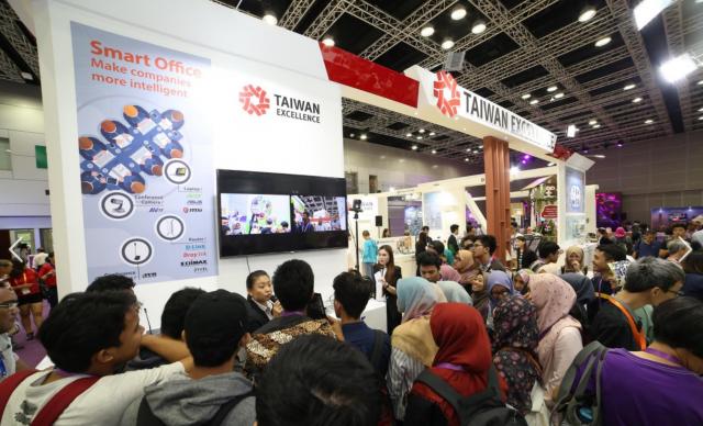 第二屆「馬來西亞台灣形象展」27日落幕,外貿協會表示,活動計超過2.3萬人參加,促成15億元(新台幣)商機。(外貿協會提供)