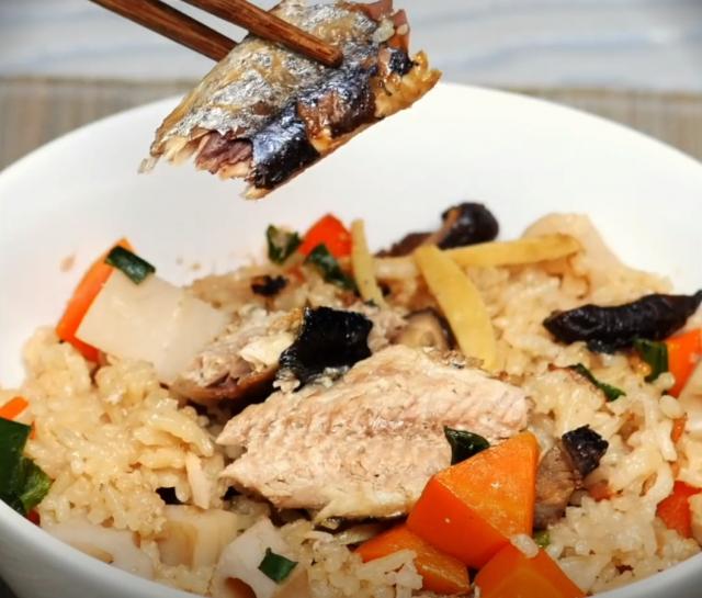 秋刀魚是東亞食物料理中的常見魚種,名字可能來自於其體型修長如刀、繁育季節在秋天。(攝影/大紀元)