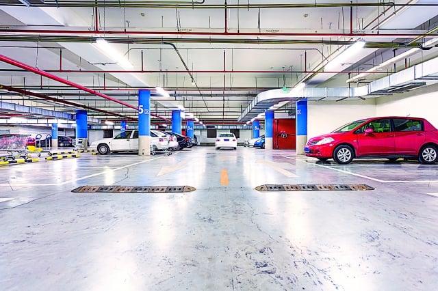 請確保您居住的公寓停車場或車庫,一天24小時光線充足,裝設監視器,將更有幫助。(123RF)