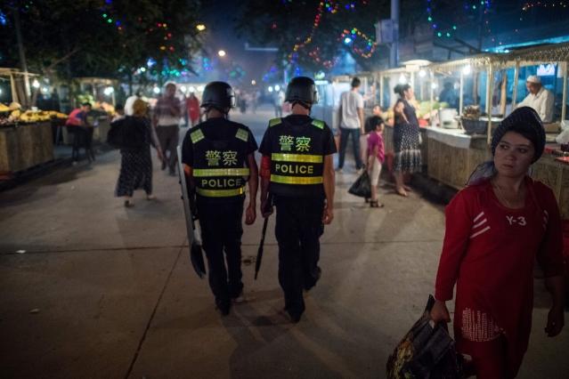美國智庫報告發現,中共在新疆地區保安的花費自2017年以來暴增。 (JOHANNES EISELE / AFP / Getty Images)