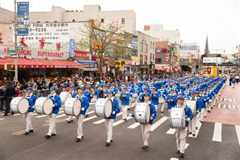 2016紐約紀念4.25法拉盛遊行。法輪功天國樂團。(記者戴兵/攝影)