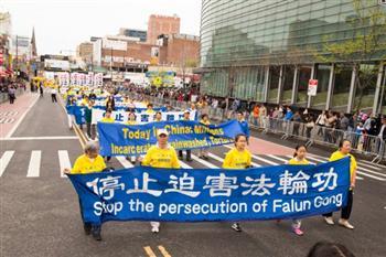 紀念4.25法輪功學員中南海和平上訪及反迫害17週年紐約大遊行。(記者戴兵/攝影)