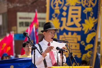 2016紐約紀念4.25法拉盛集會。圖為中國基督教民主黨主席陸東先生在發言。(記者戴兵/攝影)