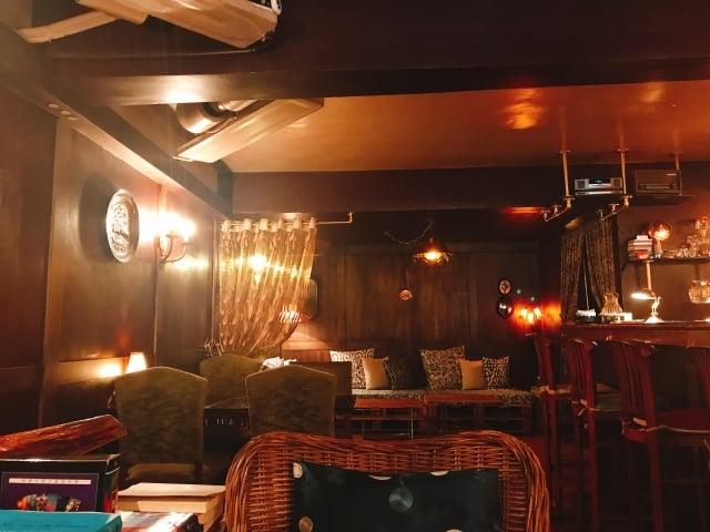 James House店內不同類型的座位空間,讓每個人都可以找到屬於自己的空間。(記者賴玟茹/攝影)