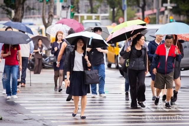 9日東北風南下,桃園以北、東北部雲量增多、降雨機率提高,白天氣溫下降轉涼,高溫約25度。圖為示意照。(記者陳柏州/攝影)