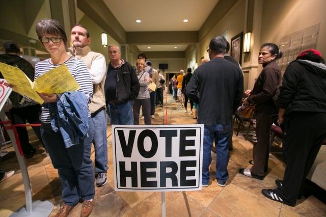 中共以為對鐵鏽州及農業州實施報復措施會打擊選民對川普的支持,結果適得其反。圖為期中選舉投票。(Getty Images)