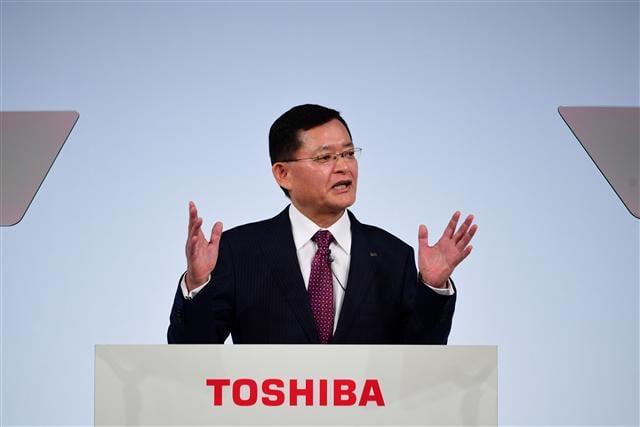 東芝董事長兼首席執行長車谷暢昭在東京告訴記者,日本家電大廠東芝將在未來5年內裁員7千人。(MARTIN BUREAU/AFP/Getty Images)