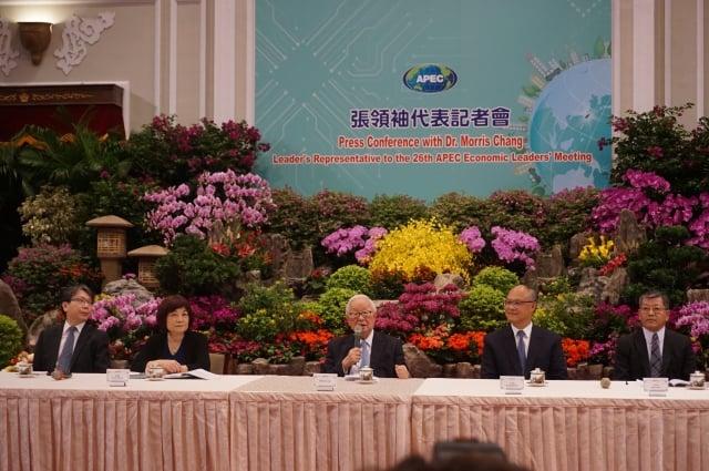 APEC年會暨領袖峰會12日~18日在巴布亞紐幾內亞登場,我國領袖代表張忠謀12日早上在總統府召開行前記者會,預先發表談話內容。