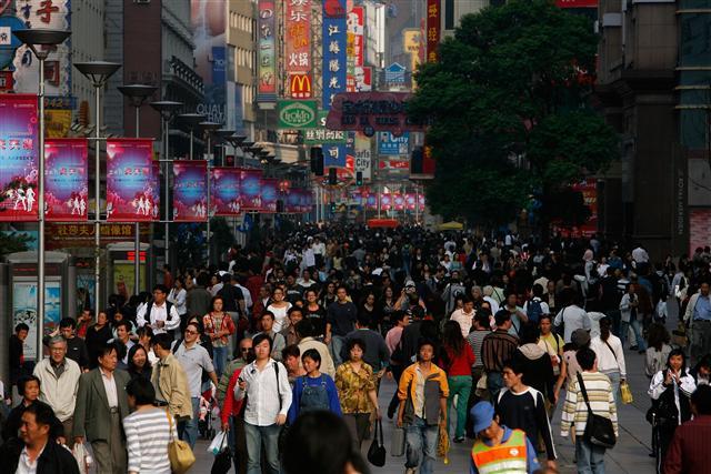 中國人民逐漸嚮往沒有都市喧囂的擾攘,沒有名利情權的束縛,沒有爾虞我詐的人際算計,沒有官與民爭的打壓迫害。(China Photos/Getty Images)