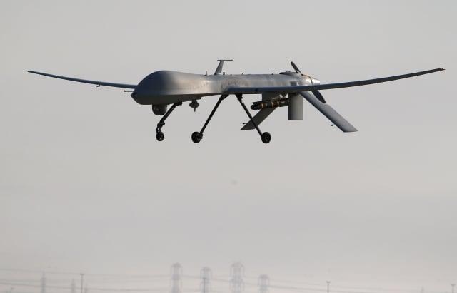 學者警告,中共不只希望藉助盜取技術來達到西方的水準,而是要在雷達、無人機等軍事領域超越西方。圖為2016年1月7日,美國空軍「捕食者」無人機出任務。(John Moore/Getty Images)
