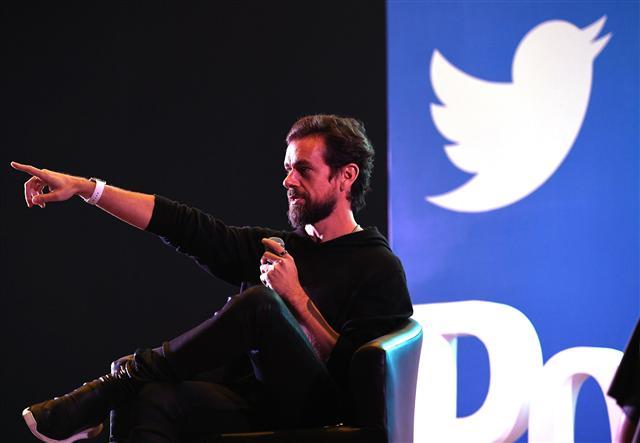 印度出現民眾受網路不實資訊煽動,對特定人士動用私刑、致人於死事件。為此,印度政府要求推特建立全天候刪文機制。圖為示意圖。(PRAKASH SINGH/AFP/Getty Images)