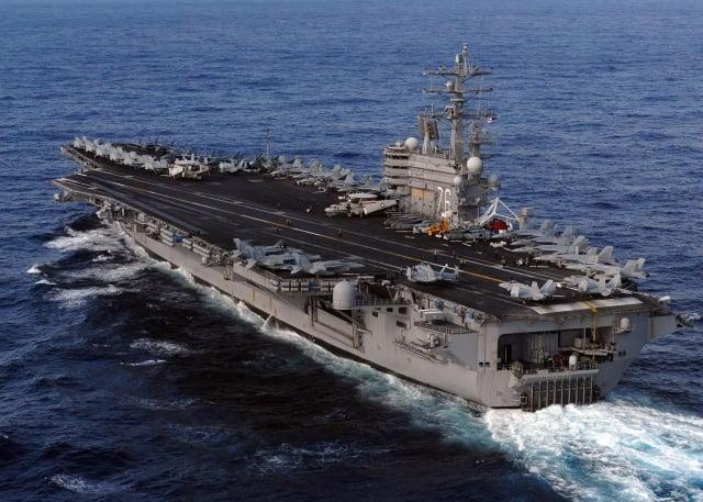 美國航空母艦雷根號及史坦尼斯號航空母艦打擊群目前正在西太平洋操演,其中雷根號正往南海航行。圖為雷根號資料照。(U.S. Navy via Getty Images)
