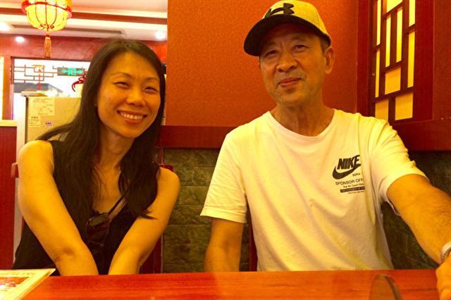 王曉丹(左)18歲離開中國,18年後才首次和父親王治文(右)在中國短暫重逢。(提供/大紀元)(王曉丹提供)