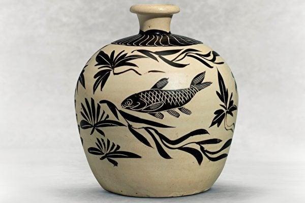北宋 磁州窯魚紋梅瓶。(紐約佳士得拍賣行提供)