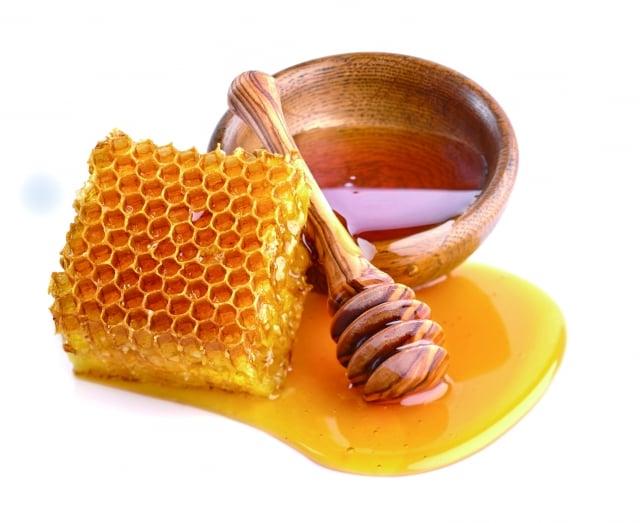 蜂蜜能保存植物的酵素之質性,作為肌膚之妙品、化妝品,中醫外科外瘍敷藥,多和蜜為之。(Fotolia)